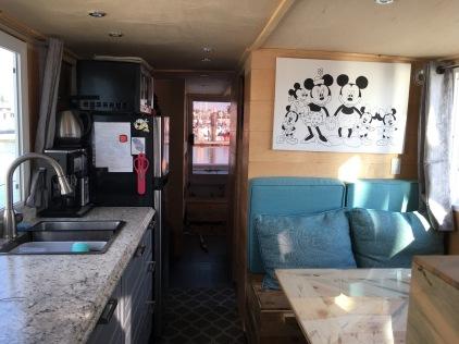 Cruise-a-home saloon